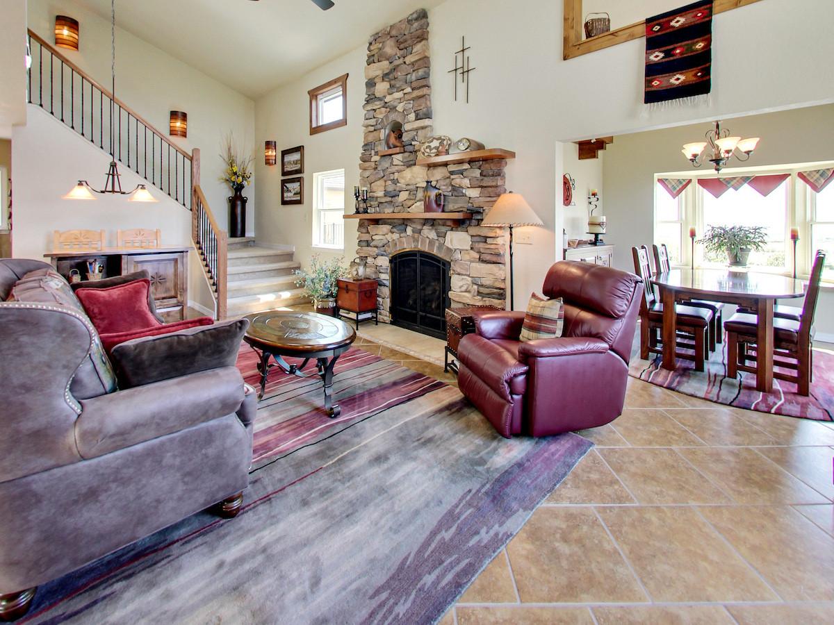 5365 Silo Ridge Ct Livingroom