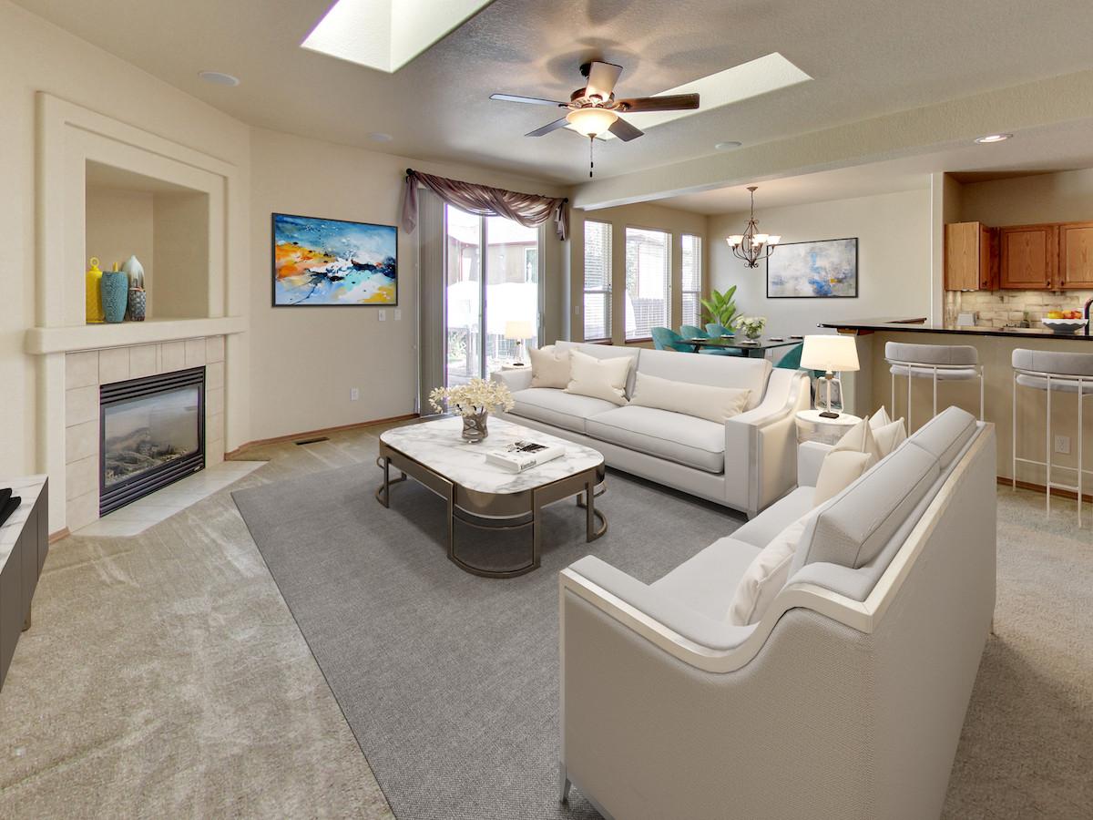 7661 Amberly Dr Livingroom